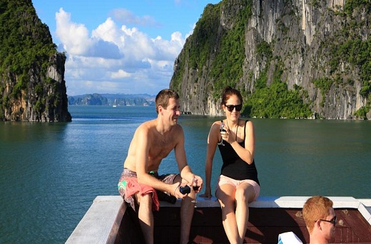 Hanoi – Halong Bay couple retreat package 4days/3nights ( 2 nights in Hanoi, 1 night in Halong Bay)